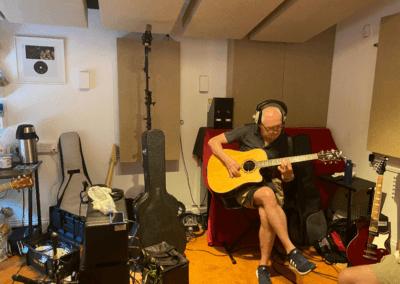 Recording guitarist