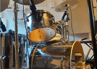 Drum microphones set up