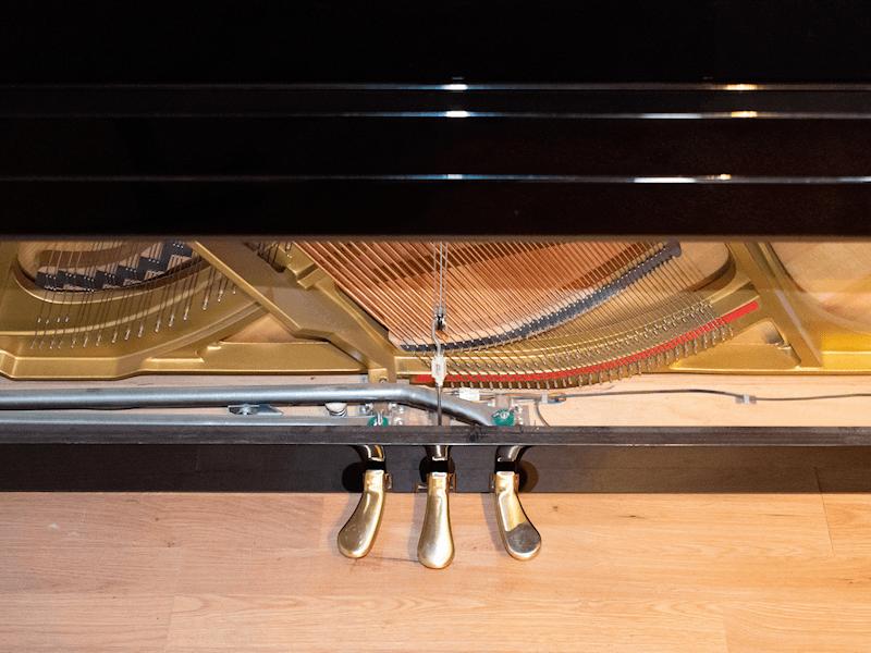 Piano undercover
